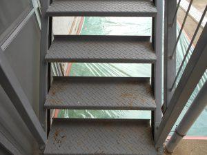 階段塗装工事1