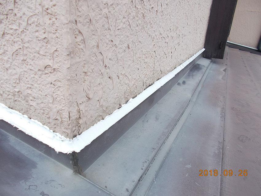 外壁のヒビ割れ施工前